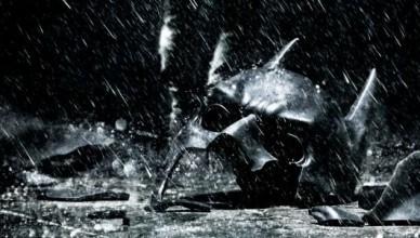 Dark-Knight-Rises-Trilogy-Box-Art-Broken-Cowl-Edition